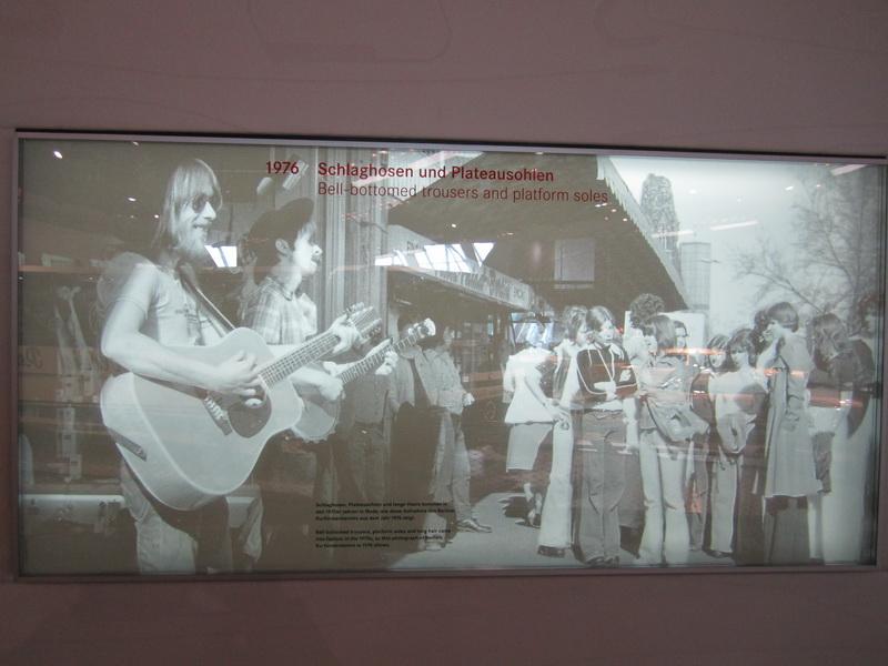 1976 Schlaghosen und Plateausohlen